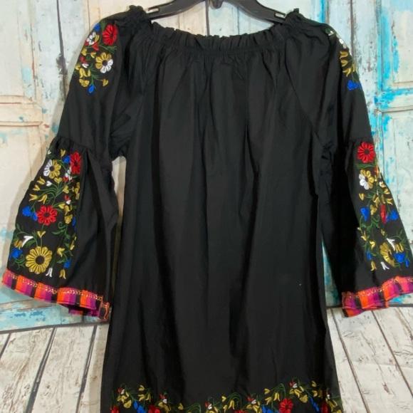 Velzera Black Tunic Top Floral Embroidered Medium